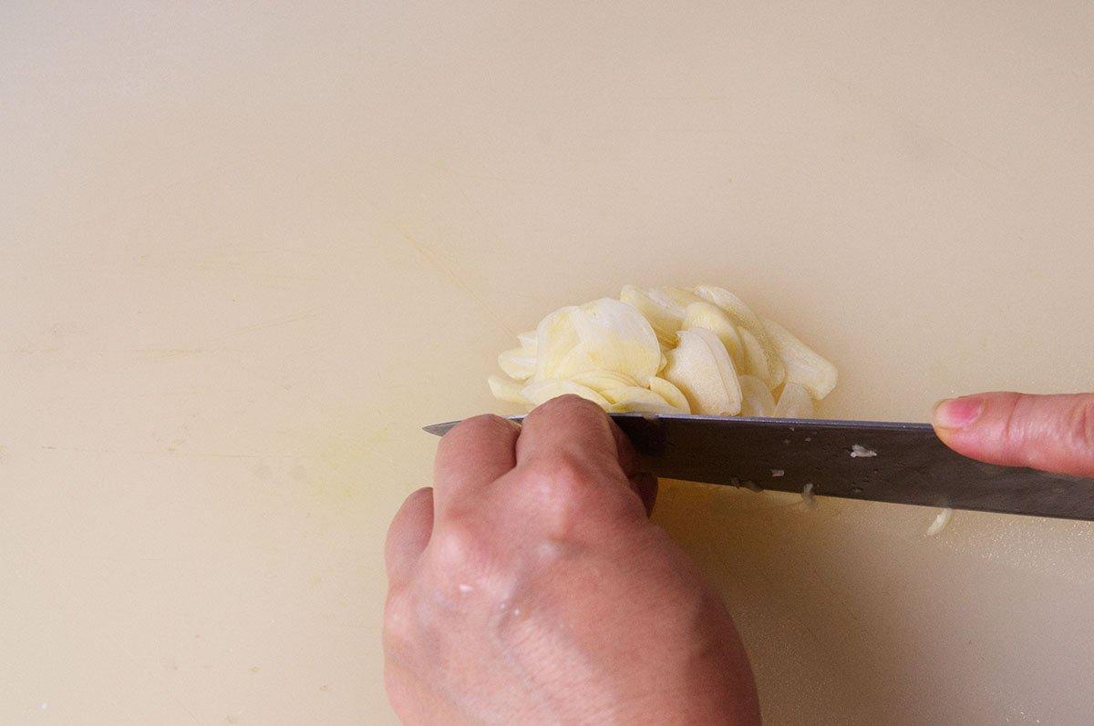 garlic stir fried pea shoots